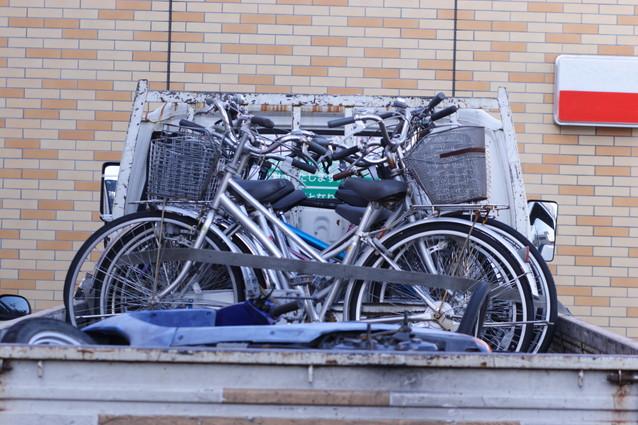 トラックに積まれた自転車