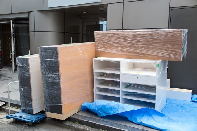 梱包された家具